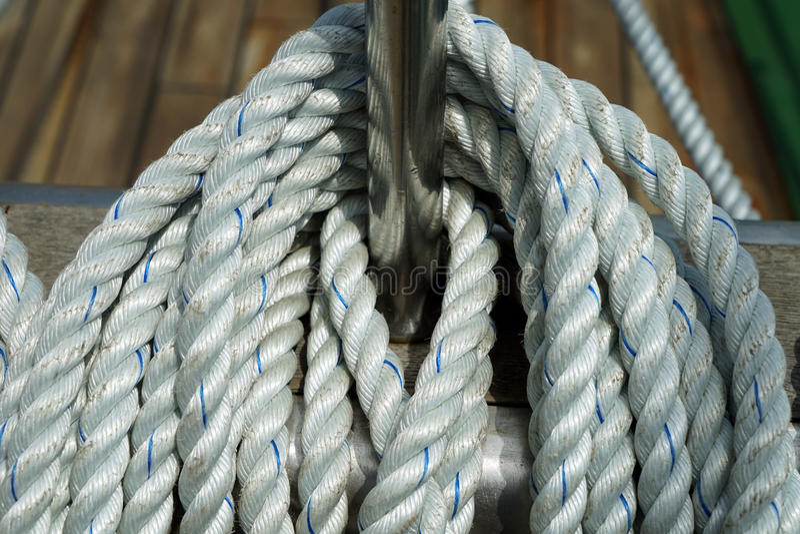 Download Corde de bateau photo stock. Image du calage, ciel, cordes - 45356032