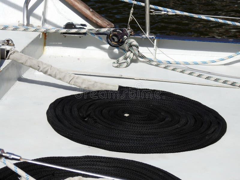 Corde de bateau de navigation sur le bureau photos stock