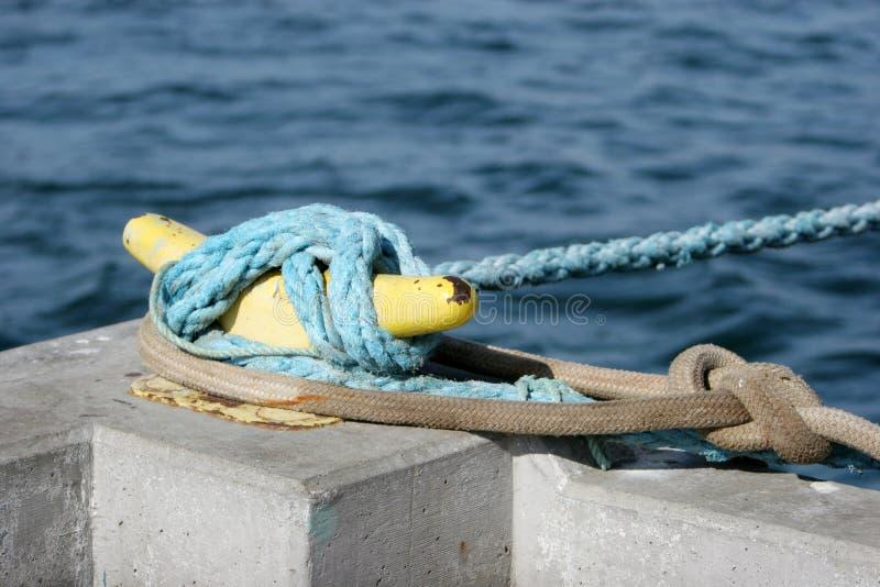 Corde de sécurité d'un bateau photo stock