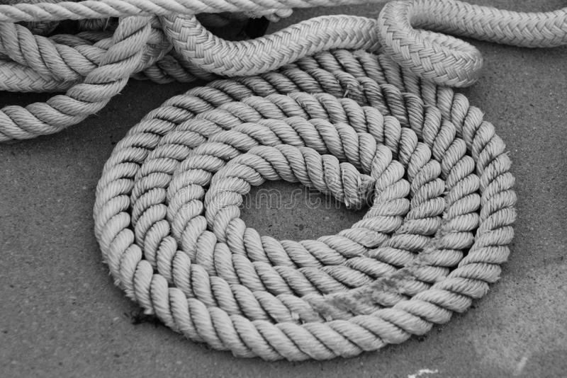 Corde noire et blanche photographie stock libre de droits