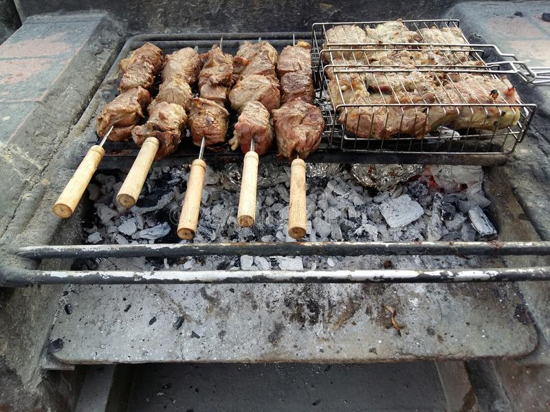 Cordero y carne de vaca en el Bbq foto de archivo