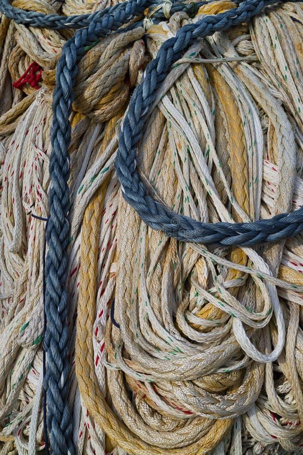 Cordes accrochant pour sécher photographie stock
