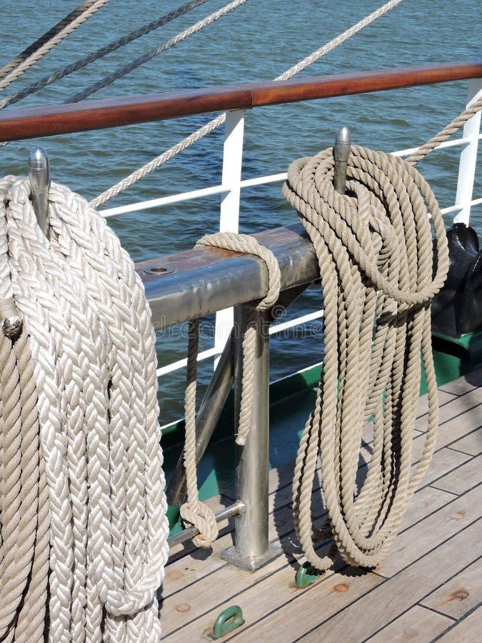 Cordes de bateau de navigation photo stock