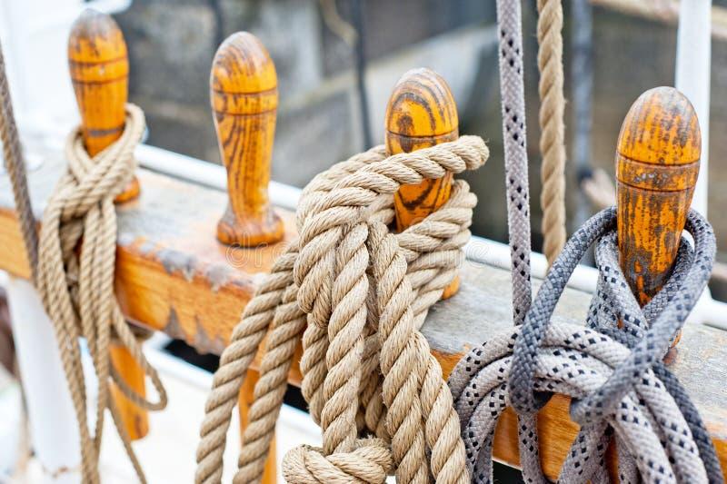 Cordes et attirail marins photo libre de droits