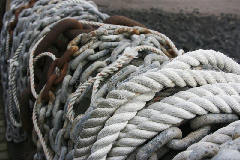 Cordes et réseaux sur un mur photo stock