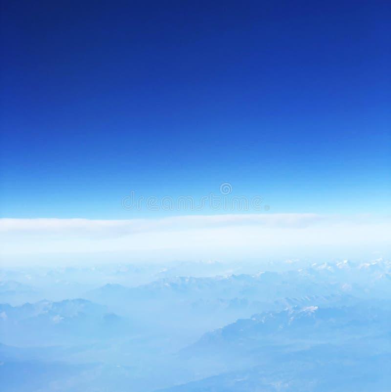 Cordilheira aérea Backround da neve imagens de stock royalty free