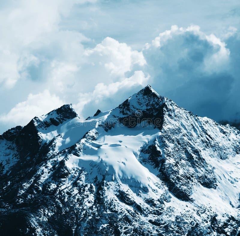 Cordilheira bonitas da montanha fotografia de stock