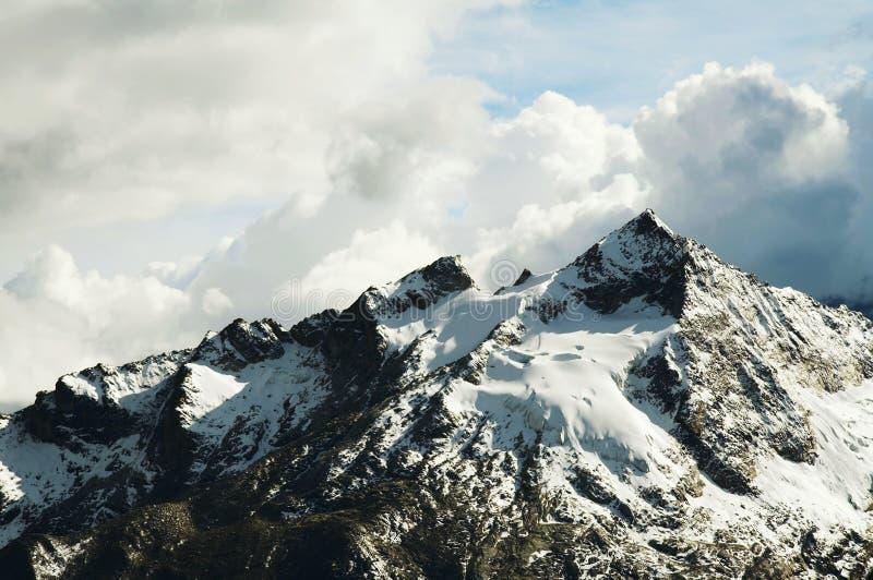 Cordilheira bonitas da montanha imagens de stock