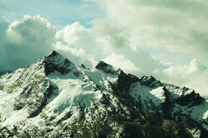 Cordilheira bonitas da montanha imagem de stock