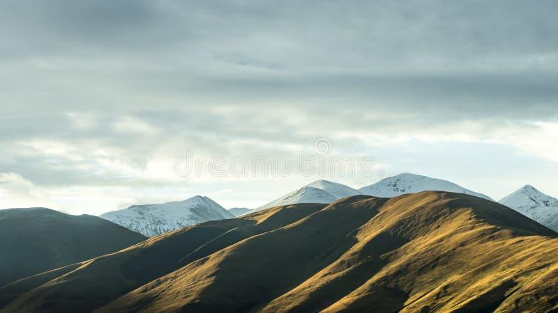 Cordilheira coberto de neve tibet fotos de stock