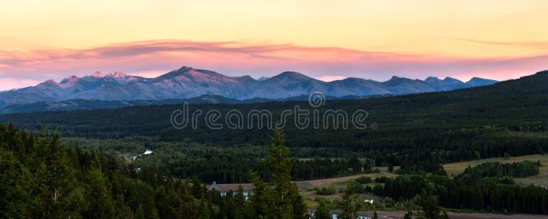 Cordilheira perto do parque nacional de geleira em Montana, EUA imagens de stock