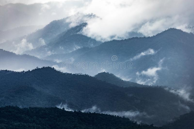 Cordillera azul marino en invierno fotografía de archivo libre de regalías