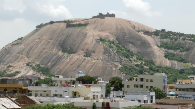Cordilleras ciudad volcánica, ciudad debajo del volcán imágenes de archivo libres de regalías