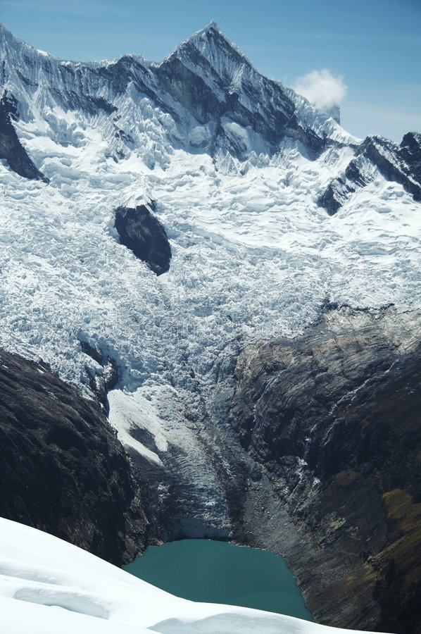 Cordilleras de la alta montaña foto de archivo
