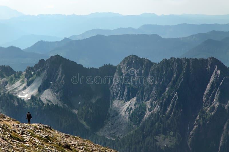 Cordilleras distantes imagen de archivo libre de regalías