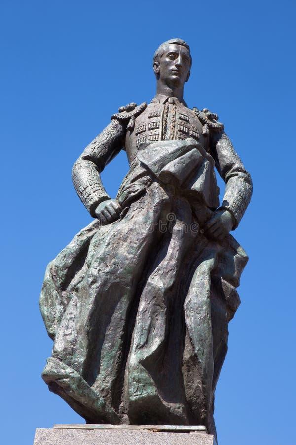 Cordoba - мемориал к Manolete на квадрате Площади del Conde de Priego скульпторами Луис Moya и Манюэлем Alvarez Laviada стоковые фотографии rf