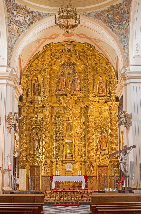 Cordoba - det sned huvudsakliga altaret i kyrka av kloster av St Ann och stJoseph (Convento de Santa Ana y San Jose) arkivbild