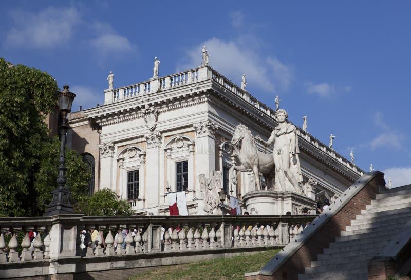 Cordonatatreden en standbeelden van Bever en Pollux in Capitoline-Vierkant op de Capitoline-Heuvel, Rome, Italië royalty-vrije stock foto