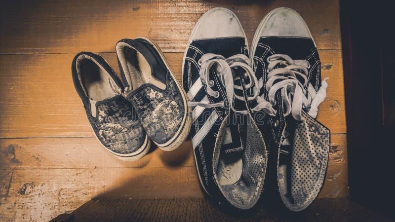 Cordones de las zapatillas de deporte de la bota de las botas del calzado de los zapatos foto de archivo libre de regalías