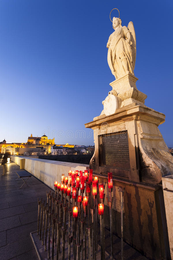 CORDOUE - L'ESPAGNE - 10 JUIN 2016 : Statue de San Rafael du romain images libres de droits