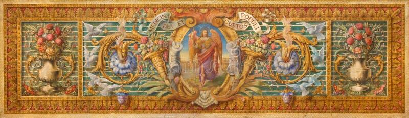 Cordova - il detil da pittura barrocco sull'altare in Basilica del Juramento de San Rafael con il motivo e l'arcangelo floreali R fotografia stock libera da diritti