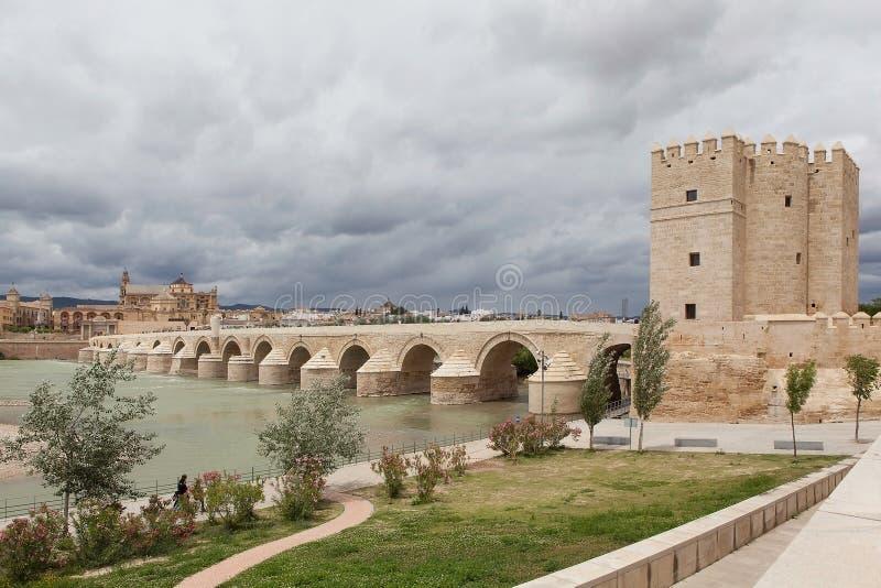 Download Cordova. Roman Brug Over De Guadalquivir. Stock Afbeelding - Afbeelding bestaande uit architectuur, kasteel: 39103563
