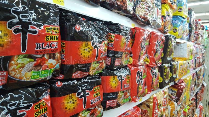 Coreano Shin Black Ramen Noodle immagini stock libere da diritti