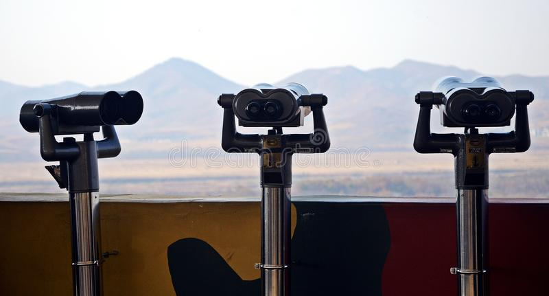 Coreia desmilitarizou binóculos da zona (DMZ) foto de stock