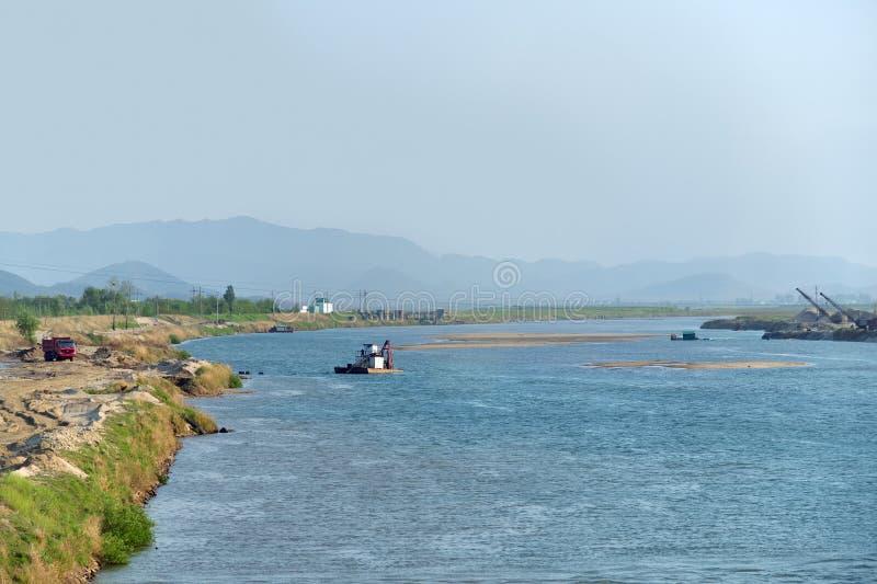 Coreia do Norte Paisagem do rio de Ipsok imagens de stock