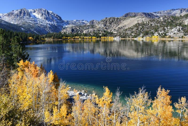 Cores da queda do lago june imagens de stock royalty free