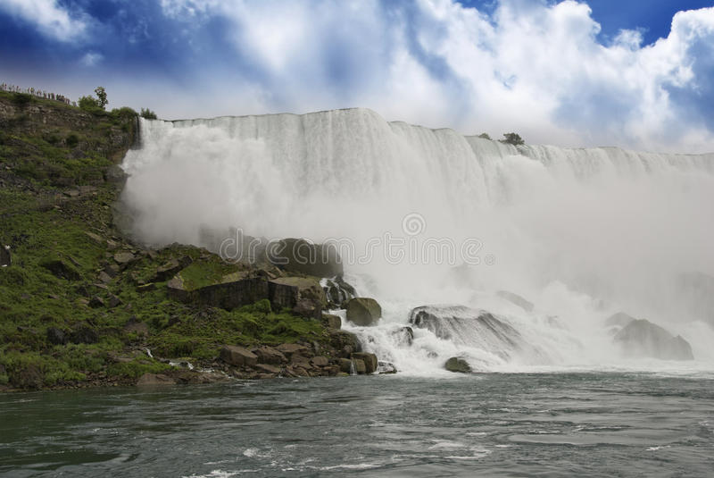 Cores do céu de Niagara Falls fotografia de stock royalty free