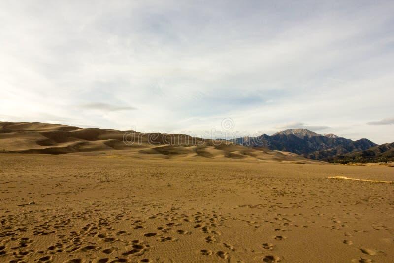 Cores magníficas do grandes parque nacional de dunas de areia e conserva, San Luis Valley, Colorado, Estados Unidos foto de stock