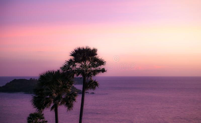 Cores pasteis do céu e da beleza do mar fotos de stock