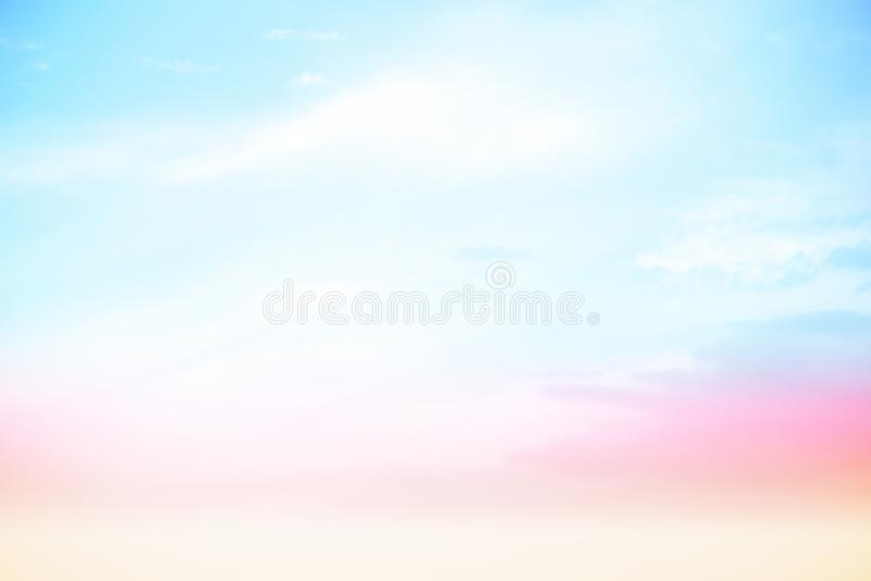 Cores pastel brilhantes do céu fotografia de stock royalty free