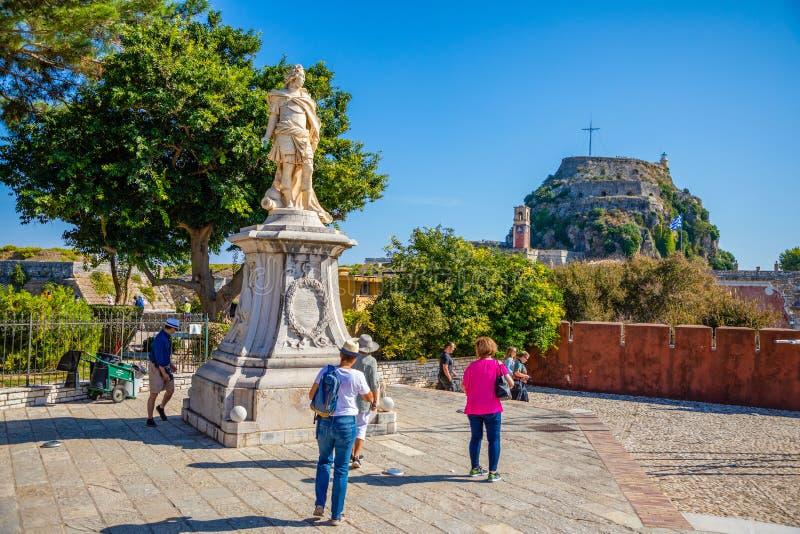 Corfú, Grecia - 16 10 2018: Fortaleza veneciana vieja y templo helénico en Corfú, islas jónicas, Grecia imágenes de archivo libres de regalías