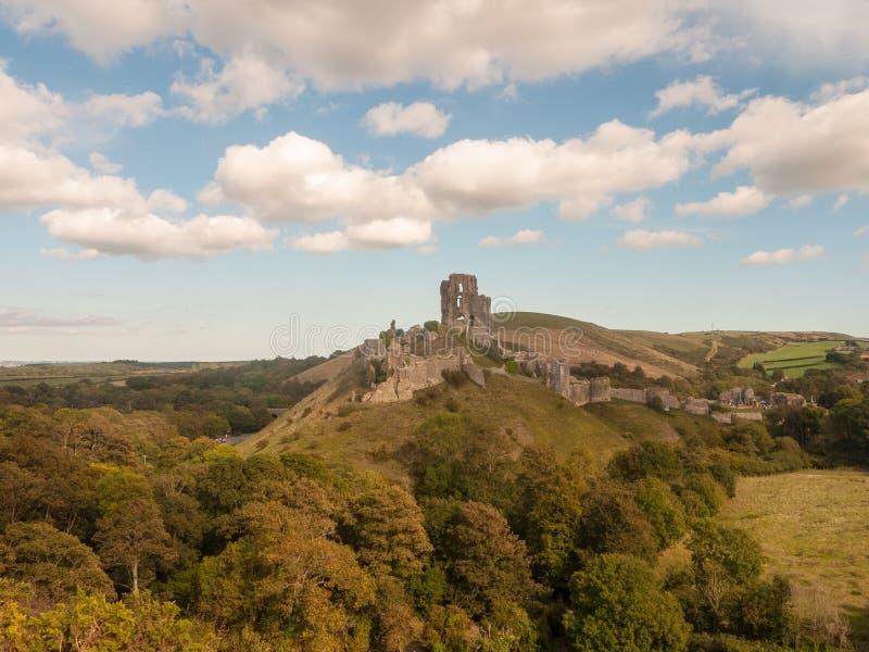 corfe城堡多西特假日地平线蓝色云彩自然风景 库存照片