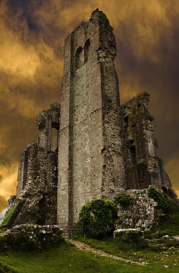 Corfe城堡废墟在夜间 免版税图库摄影