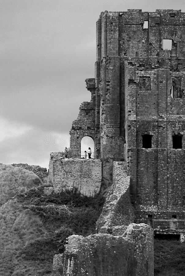Corfe slott i svartvitt arkivbild