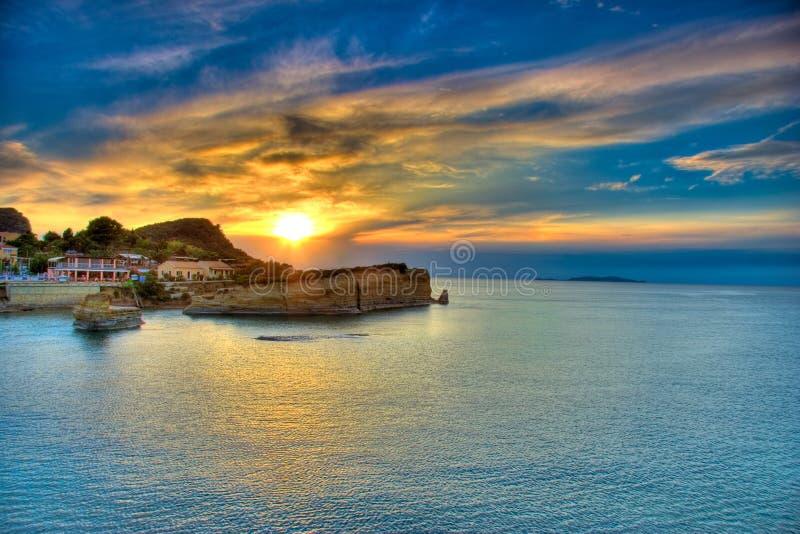corfu ö över solnedgång arkivbilder
