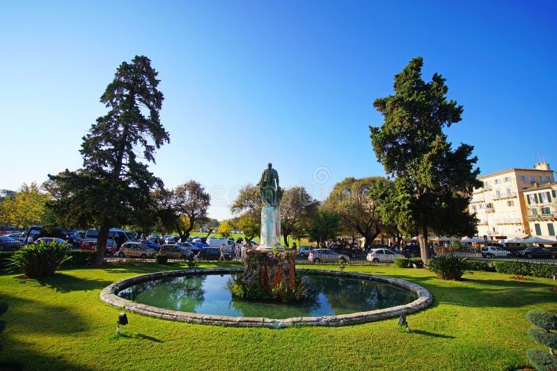 Corfu, Grecja, Październik 18, ogród pałac saint michel i Świątobliwy George budujący w Spianada kwadracie, 2018, przyciągamy duż zdjęcie royalty free