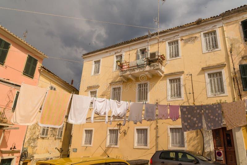 Corfu wyspy miasto, aleja domów budynki, Grecja zdjęcia royalty free