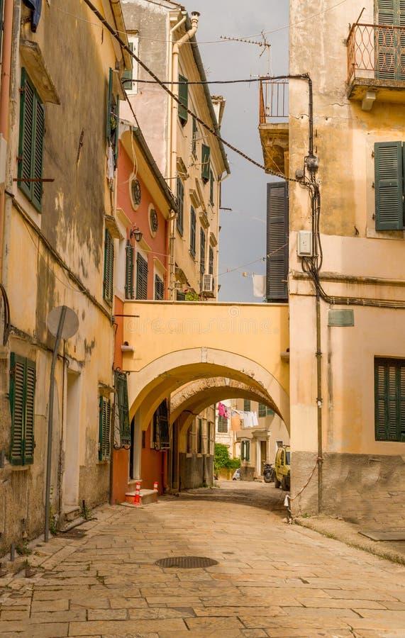 Corfu wyspy miasto, aleja domów budynki, Grecja obrazy royalty free