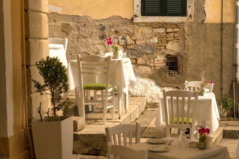 Corfu wyspy miasto, aleja domów budynki, Grecja zdjęcie royalty free