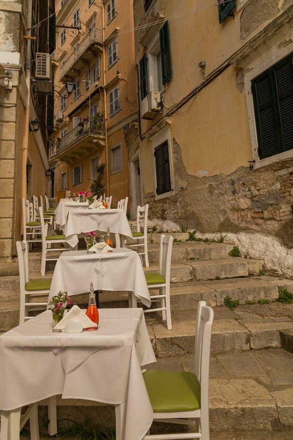 Corfu wyspy miasto, aleja domów budynki, Grecja fotografia royalty free
