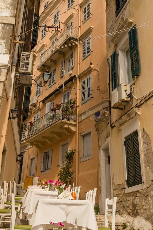Corfu wyspy miasto, aleja domów budynki, Grecja obraz stock