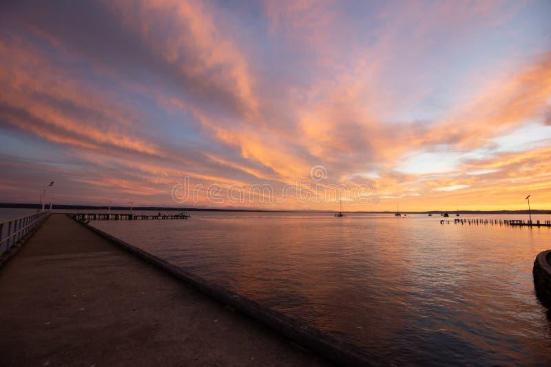 Corinellapijler bij zonsopgang langs lengte wordt bekeken die stock afbeelding