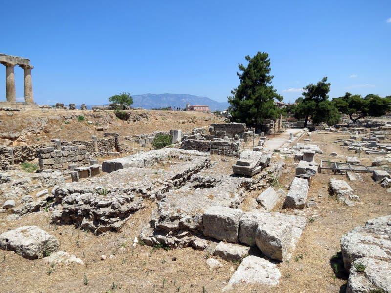 Corinth, as fundações de construções antigas fotografia de stock royalty free