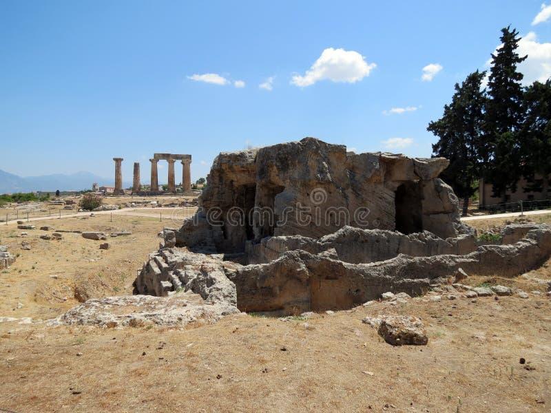 Corinth, as ruínas de uma estrutura antiga fotografia de stock royalty free