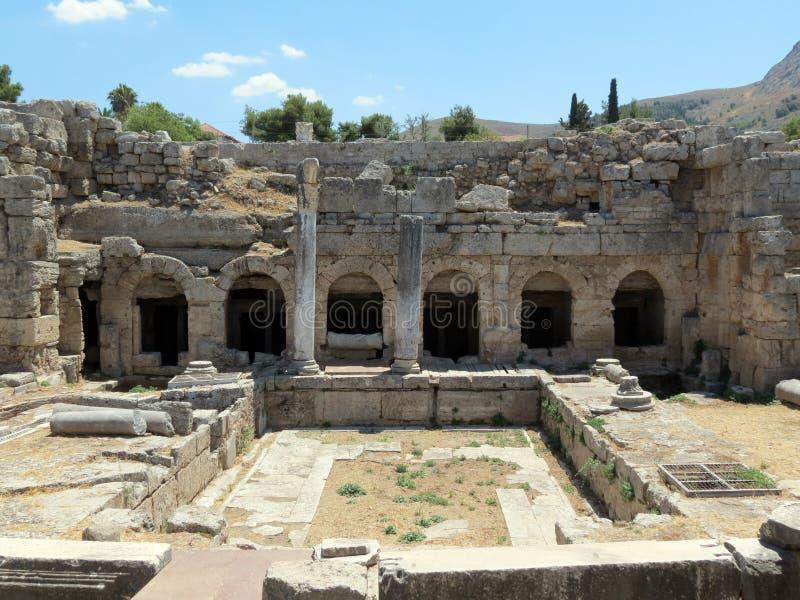 Corinth, sobras de uma moradia antiga imagens de stock