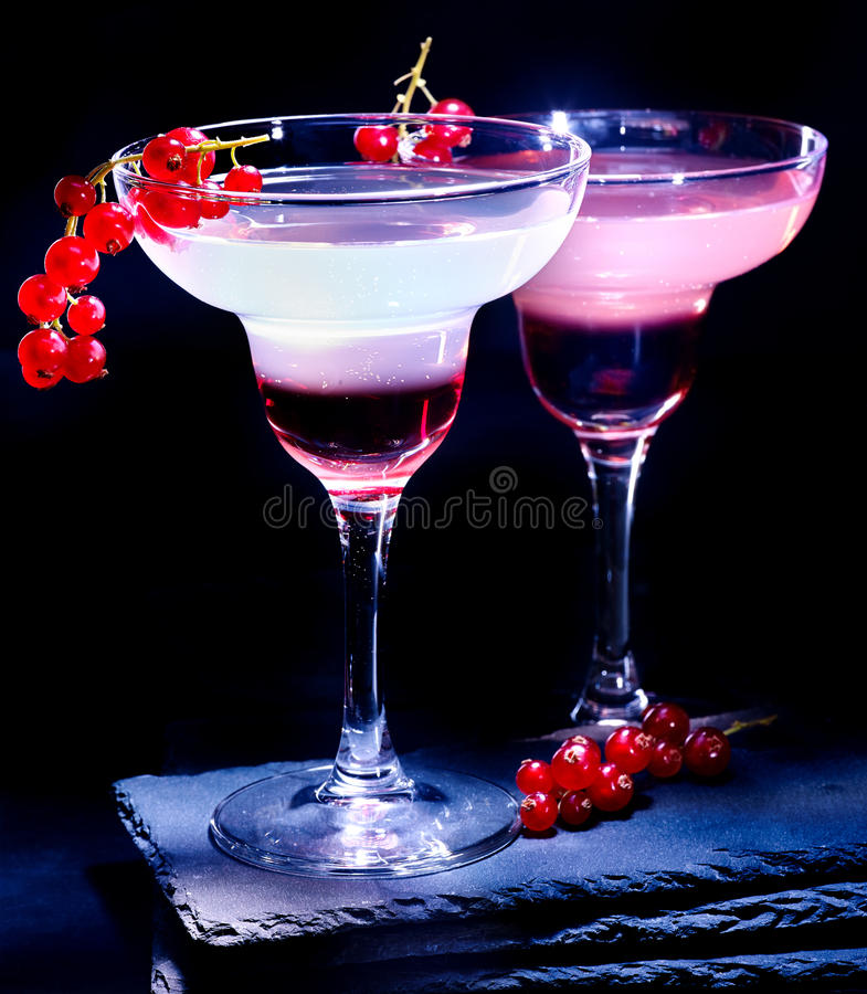 Corinto vermelho da decoração do cocktail da romã do grupo fotos de stock royalty free